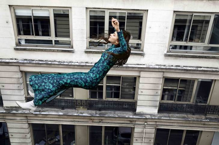 """Fransız Fotoğrafçıdan, """"Düşmekte Olan İnsanların"""" Şiirsel Fotoğrafları"""
