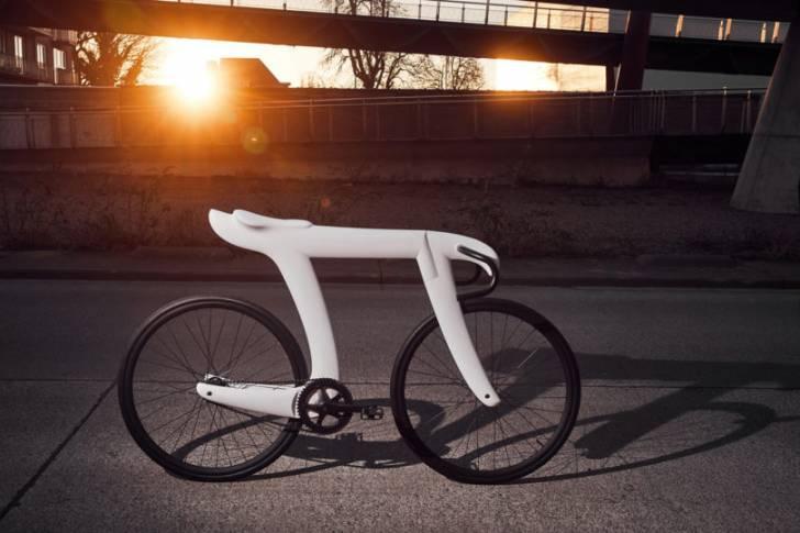 Pi Günü'nü Kutlamak için Pi Sembolü Şeklinde Tasarlanan El Yapımı Bisiklet