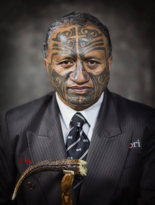 Maori İnsanları Geleneksel Kalıcı Dövmeleriyle Fotoğraflandı ve Onlarsız Resmedildi