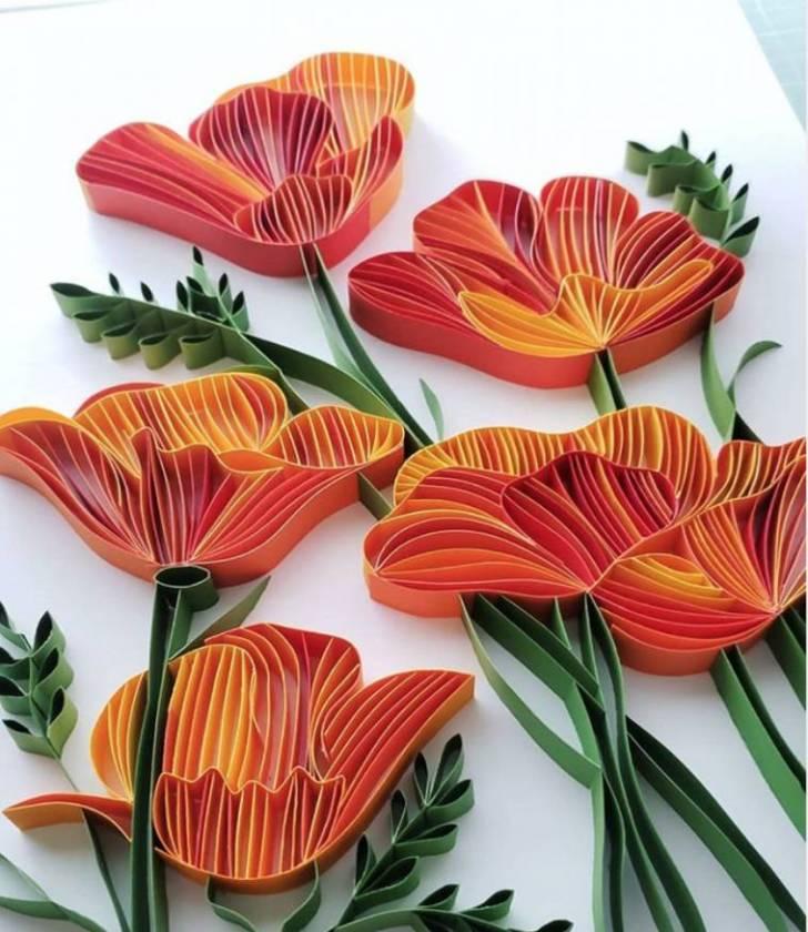 Kağıt şeritlerinden, kıvrımlı yapay çiçekler