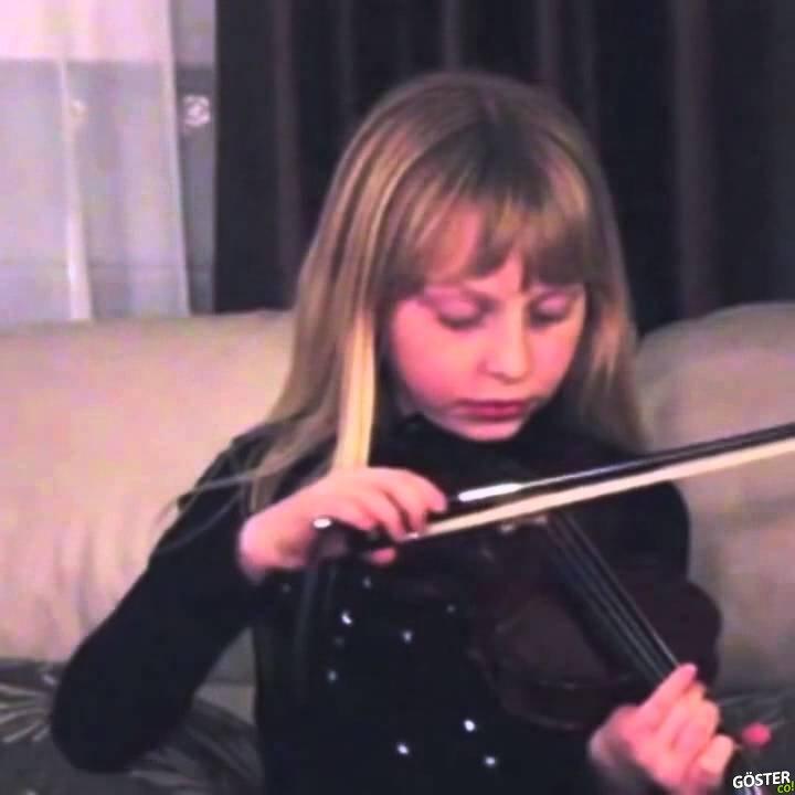 Küçük Kız Çalarken Kopan Keman Yayının Son Çıkardığı Ses