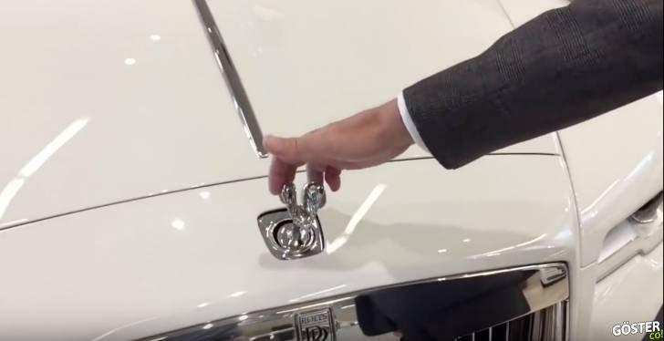Rolls-Royce'un Önündeki Süsü Çalmaya Çalışırsanız Ne Olur?