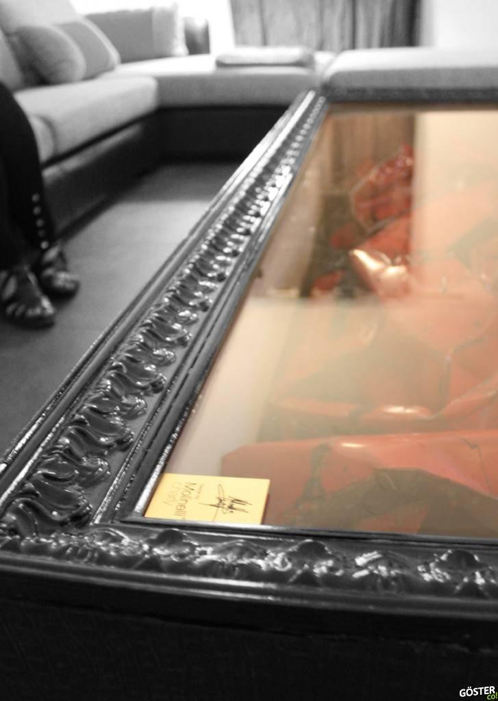 Un Ferrari estrellado es convertido en una mesa de centro para decorar tu sala 12