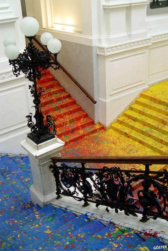 Polonya Ulusal Galerisi'nin rengarenk merdivenleri