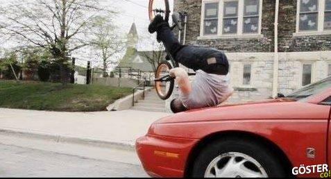 Bisikletle Akılalmaz Hareketler Yapan Akrobat
