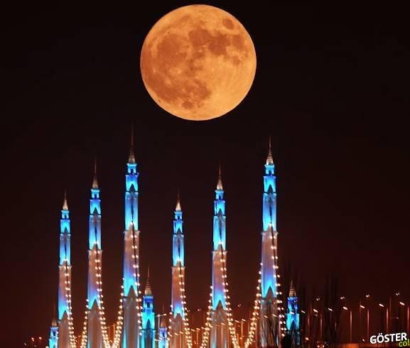 """Çin, Milyonlarca Dolar Tasarruf Sağlayacak """"Yapay Ay"""" Geliştiriyor"""