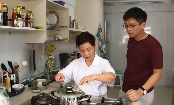 Görme Engelli Kadına Mutfak İşlerini Kolaylaştıran Araç ve Gereçler Yapan Genç Tasarımcı