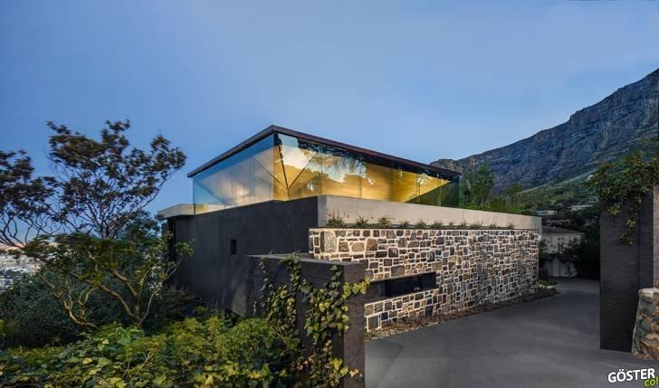 KLOOF 119A: Güney Afrika, Cape Town'da, Dağların Arasında Etkileyici Bir Özel Mülk