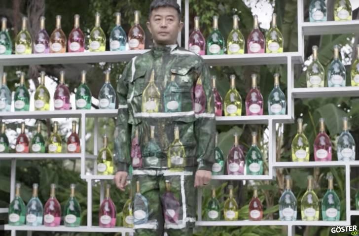 """""""Görünmez Adam"""" lakaplı Çinli performans sanatçısının, kamuflajı sanat ile buluşturduğu o canlı performansı"""