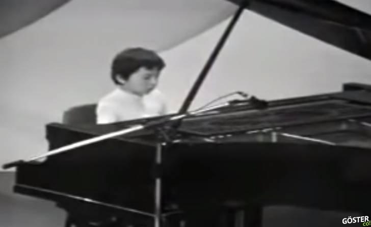 Piyanist Fazıl Say'ın 8 yaşında katıldığı televizyon programından arşiv görüntüleri