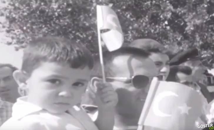 Bundan 55 yıl önce İstanbul'da, Vatan Caddesi'nde kaydedilen 30 Ağustos kutlamaları (Dedenizi görebilirsiniz)