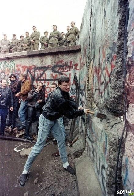 Berlin Duvarı'nın 3 boyutlu hikayesi