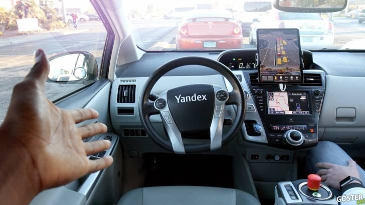 Fuarda Yandex'in sürücüsüz taksisini deneyen YouTuber, taksiden görüntüler paylaştı