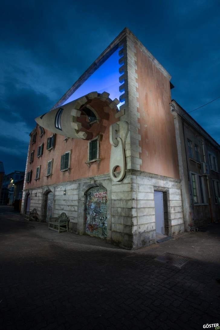 Milano'da bir binayı ve bazı sanat eserlerini, fermuarlayıp açmışlar