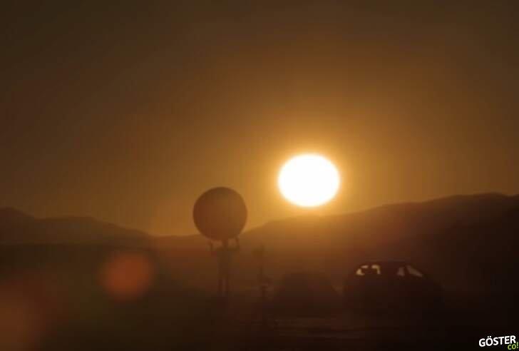 Güneş Sistemi modellemesi: Evrendeki yerimize dair gerçek bir illüstrasyon (Çölde)