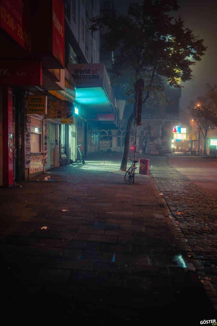Gizemli bir gecede, ıssız şehri ölümsüzleştiren Mark Broyer, etkileyici kareler yakalamış